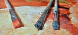 Pinsel auf Gemälde